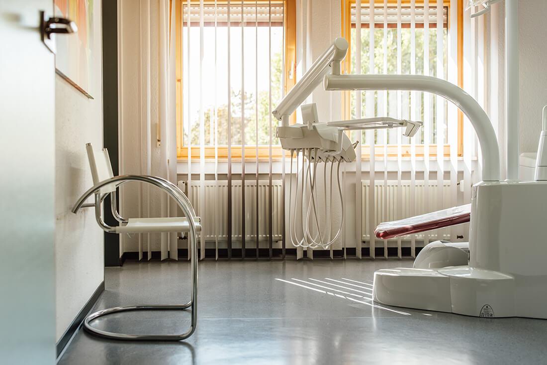 Zahnarzt Leipheim - Manuel Braun - eines unserer Behandlungszimmer