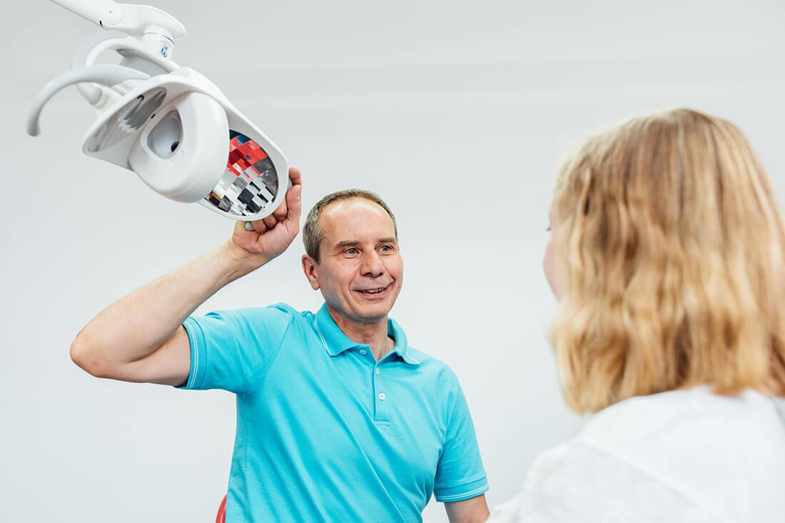 Zahnarzt Leipheim - Manuel Braun - Untersuchung in der Praxis